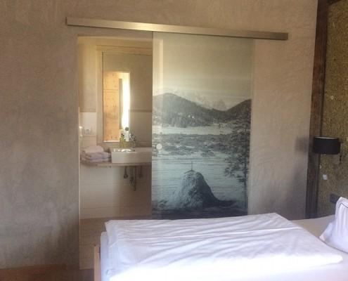 4 Sterne Appartement Ringelblume Schlafzimmer und Bad Ferlhof Krün