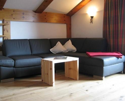 4 Sterne Appartement Ferlhof Krün Wohnzimmer Sonnenblume