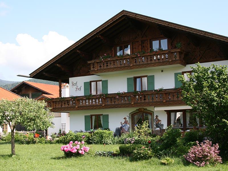 Ferien Appartement Ferlhof Krün Blick in den Garten